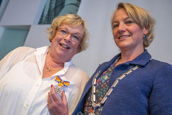 Gerda de Groot ontvangt lintje